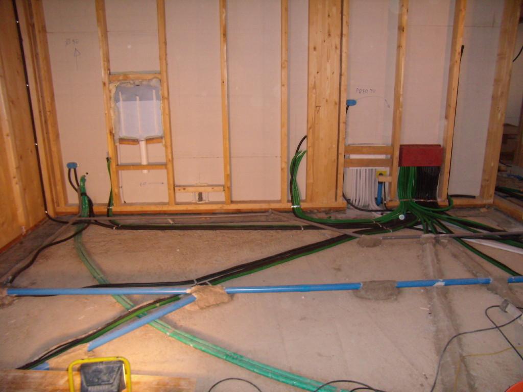 Immagini impianti elettrici casa in legno b r t di - Impianto elettrico casa prezzi ...