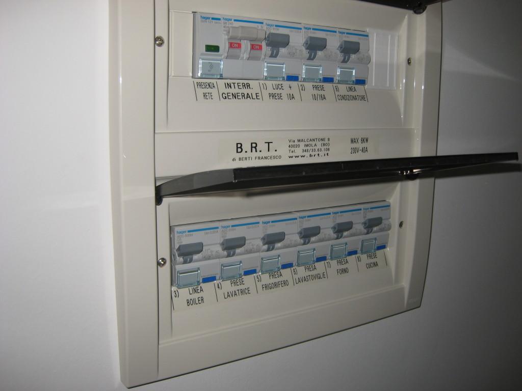 Immagini impianti elettrici tipico quadro appartamento b r t di berti francesco - Quadro elettrico casa a norma ...